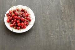 Piatto delle ciliege mature Fotografia Stock