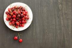Piatto delle ciliege mature Fotografia Stock Libera da Diritti