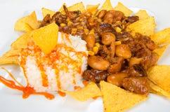 Piatto delle patatine fritte, dei fagioli, del mais e del riso Fotografia Stock Libera da Diritti