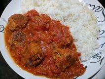 Piatto delle polpette e del riso bianco cucinati Fotografia Stock Libera da Diritti