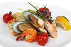 Piatto delle specialità gastronomiche con i gamberi della tigre, mitili Fotografia Stock Libera da Diritti