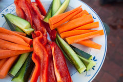 Piatto delle verdure affettate Fotografie Stock Libere da Diritti