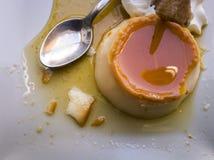 Piatto di flan, in un ristorante in Spagna fotografie stock