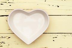 Piatto di forma del cuore immagine stock
