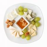 Piatto di formaggio con l'uva Fotografia Stock Libera da Diritti