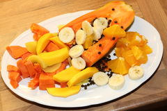 Piatto di frutta fresca Immagini Stock Libere da Diritti
