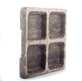 Piatto di legno per carne sotto forma di vecchia finestra, vassoio di legno per carne Fotografie Stock