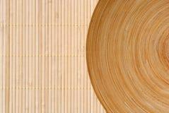 Piatto di legno rotondo di alta definizione su bambù Fotografia Stock