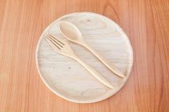 Piatto di legno sulla tavola di legno Fotografia Stock Libera da Diritti