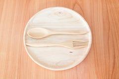 Piatto di legno sulla tavola di legno Fotografia Stock