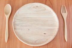 Piatto di legno vuoto sulla tavola di legno Fotografia Stock Libera da Diritti