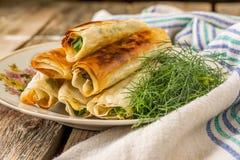 Piatto di molti mini aperitivi del panino di boccone Fotografie Stock Libere da Diritti