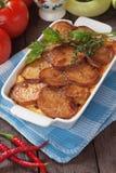 Piatto di moussaka con la patata ed il peperoncino Fotografia Stock