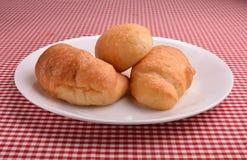Piatto di ona di tre croissant Immagine Stock