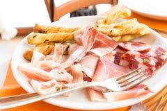 Piatto di salame e di formaggio Fotografia Stock Libera da Diritti