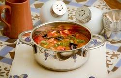 Piatto domestico, minestra con le olive Fotografia Stock Libera da Diritti