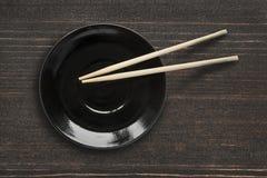 Piatto e bastoncini Fotografia Stock Libera da Diritti