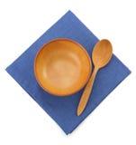 Piatto e cucchiaio su bianco fotografia stock libera da diritti