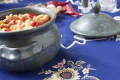 Piatto fatto dei fagioli e della salsiccia Fotografia Stock Libera da Diritti