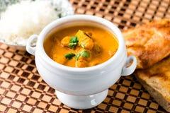 Piatto indiano del curry del pollo del burro fotografia stock libera da diritti