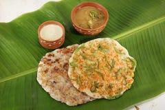 Piatto indiano del sud Uthappams con il sambar Fotografie Stock