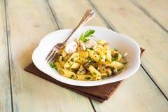 Piatto italiano della pasta del fungo del fungo prataiolo immagini stock