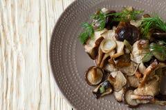 Piatto laterale dei funghi di shiitake fritti Fotografia Stock