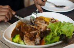 Piatto medio della bistecca di braciola di maiale di taglio Fotografia Stock