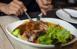 Piatto medio della bistecca di braciola di maiale di taglio Fotografie Stock