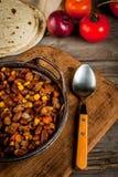 Piatto messicano tradizionale - carne di manzo con salsa al peperoncino rosso Immagini Stock Libere da Diritti