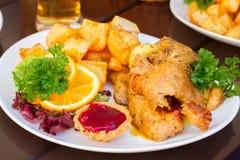 Piatto nazionale polacco - duck con le mele e la patata Fotografia Stock Libera da Diritti