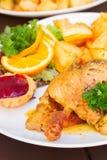 Piatto nazionale polacco - duck con le mele e la patata Fotografia Stock