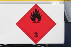 Piatto pericoloso delle merci su un camion immagine stock