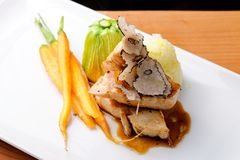Piatto principale pranzante fine, petto di pollo arrostito Immagini Stock Libere da Diritti