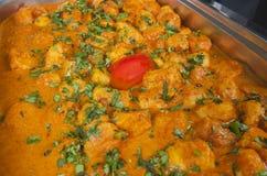 Piatto punjabi di aloo di Dum ad un ristorante indiano Immagini Stock Libere da Diritti