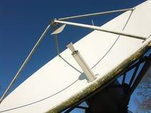 Piatto satellite di radiodiffusione Fotografia Stock Libera da Diritti