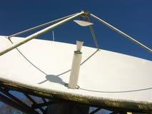 Piatto satellite di radiodiffusione fotografia stock