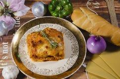 Piatto scuro saporito delle lasagne al forno del pollo immagine stock libera da diritti