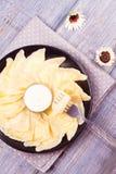 Piatto ucraino, russo o polacco: varenyky, vareniki, pierogi, pyrohy Gnocchi, riempiti di formaggio dell'agricoltore della ricott Immagine Stock Libera da Diritti
