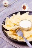 Piatto ucraino, russo o polacco: varenyky, vareniki, pierogi, pyrohy Gnocchi, riempiti di formaggio dell'agricoltore della ricott Fotografie Stock