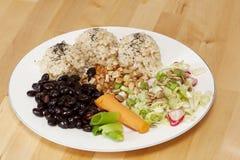 Piatto vegetariano sulla tabella di legno Fotografie Stock