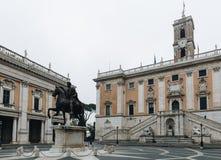 Piazza在Capitoline小山上面的del Campidoglio,与勃拉 库存照片