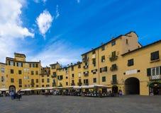 Piazza anfiteatro Amphitheatre vierkant Luca Toscanië Italië royalty-vrije stock foto