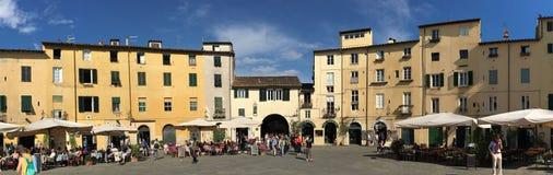 Piazza Anfiteatro a Lucca, Italia Immagini Stock