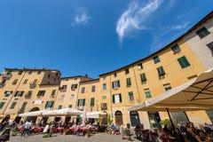 Piazza Anfiteatro - Lucca Tuscany Italien Arkivbild