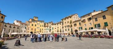 Piazza Anfiteatro - Lucca Tuscany Italien Arkivbilder