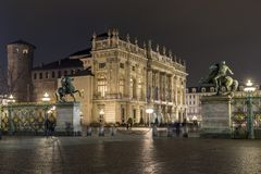 Piazza Castello la nuit, Turin Italie Photo stock