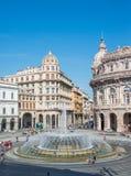 Piazza de Ferrari en Génova y la fuente en el centro imagen de archivo