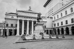 Piazza De Ferrari kwadrat - Giuseppe Garibaldi Teatr i zabytek obrazy royalty free