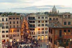 Piazza de Spagna con molti turisti nella città di Roma, Italia Foto lunga di esposizione Fotografia Stock Libera da Diritti